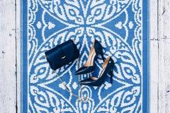 时髦蓝色妇女` s夏天的时髦的图象停顿 免版税库存图片
