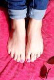 时髦被绘的脚趾 免版税库存图片