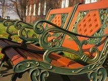 时髦长凳的公园 免版税库存图片