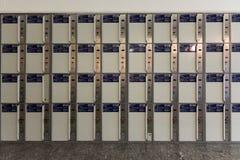 时间在火车站的储藏库栅格几何射击  免版税图库摄影