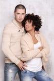 时兴年轻夫妇摆在 免版税图库摄影