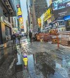 时代广场,以为特色与百老汇剧院和巨大数目  免版税图库摄影