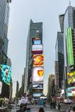 时代广场,以为特色与百老汇剧院和巨大数目  库存照片