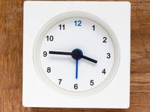 时间序列的系列在简单的白色模式时钟的 库存照片