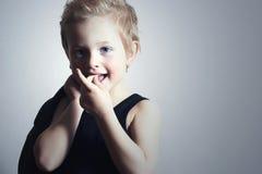 时兴的矮小的boy.fashion children.smiling孩子 库存图片