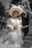 时代装束的小女孩在威尼斯 黑白,在小女孩的颜色 库存图片