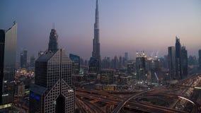 时间间隔Burj Al哈利法,在黄昏的扎耶德Road回教族长地平线, 影视素材