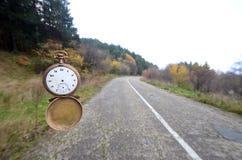时间飞行 背景概念查出的目的程序时间白色 免版税图库摄影