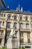 昂古莱姆雕象延命菊在昂古莱姆-法国的市政厅的 库存图片