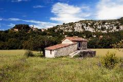 昂皮美丽如画的法国山村  库存图片