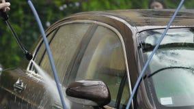 昂贵的豪华汽车Washman清洗的很多有喷水枪的,洗车 股票录像
