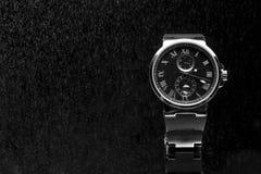 昂贵的人的手表 库存图片
