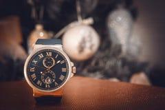 昂贵的人的手表 免版税库存照片