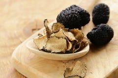 昂贵的罕见的黑块菌蘑菇 库存照片