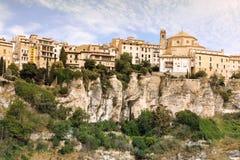 昆卡省镇全视图早晨。卡斯蒂利亚La Mancha, 免版税库存图片