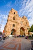 昆卡省,厄瓜多尔- 2015年4月22日:位于城市的心脏的壮观的主要大教堂,美好的砖建筑学 免版税库存图片