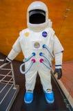 昆卡省,厄瓜多尔- 2015年4月22日:美国航空航天局航天服模型,一部分的planeterium陈列 免版税库存照片