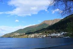 昆斯敦,新西兰湖边  免版税图库摄影