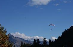 昆斯敦滑翔伞 库存照片