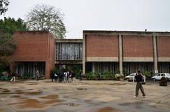 昌迪加尔,印度- 2015年1月4日:旅游参观政府博物馆和美术画廊在昌迪加尔,印度 免版税库存照片