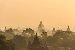 黎明、日出和塔,在缅甸(Burmar)的Bagan 库存照片