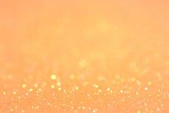 明亮和抽象被弄脏的桔子和金bokeh背景 免版税库存照片