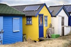 明亮地色的海滩小屋 库存图片