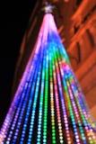 明亮地被点燃的圣诞树 库存照片