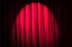 明亮地被点燃的窗帘-剧院概念 库存图片