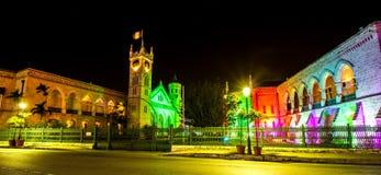 明亮地被点燃的议会大厦在布里季敦,圣诞节的巴巴多斯 免版税图库摄影
