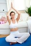 明亮她的生存实践的空间女子瑜伽 免版税库存照片