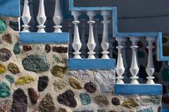 明亮的五颜六色的具体台阶 免版税库存图片