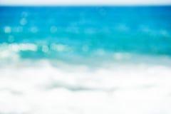明亮的五颜六色的星期日和海运bokeh背景 免版税库存图片