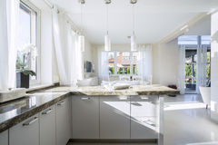 明亮的内部厨房 库存照片
