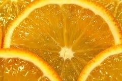 明亮的切片水多的桔子 免版税库存照片