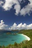 明亮的加勒比海滩俯视唯尔京群岛 免版税库存照片