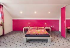 明亮的卧室 免版税库存照片