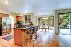明亮的厨房室内部 库存图片