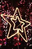 明亮的圣诞节星形光有bokeh背景 免版税库存图片