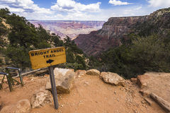 从明亮的天使足迹里面大峡谷的看法 免版税库存图片