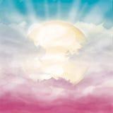 明亮的太阳和阳光在桃红色多云天空 库存照片