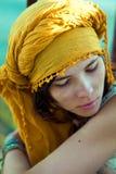 明亮的头巾的女孩 库存图片