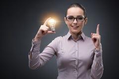 明亮的想法概念的年轻女实业家 免版税图库摄影