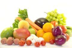 明亮的新鲜的水果和蔬菜 免版税库存照片
