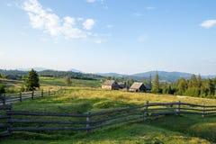 明亮的星期日 天空 云彩 carpathians 山 星期日 图库摄影