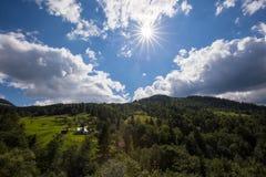 明亮的星期日 天空 瀑布 carpathians 山 星期日 免版税图库摄影