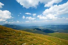 明亮的星期日 太阳光芒本质上 carpathians 山 星期日 免版税库存图片