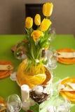 明亮的春天桌设置 库存照片