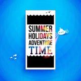 明亮的暑假海报。印刷术设计。传染媒介illustr 免版税库存照片