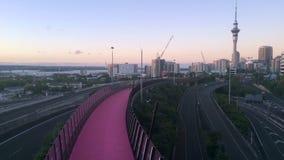 明亮的桃红色cycleway和奥克兰地平线Timplapse  股票录像